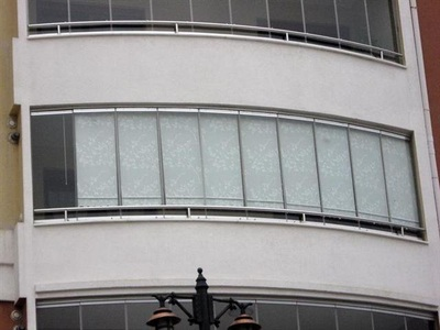 Inwards opening balcony glass units are easy to clean safely without a need to reach out from the balcony.