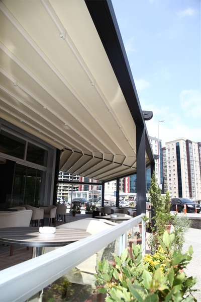 Commercial Conservatories - Terrace Covers. The four invisibly built-in rain gutters ensure a perfect drainage.