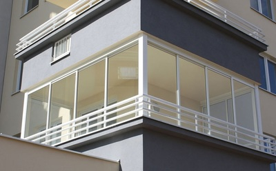 The fully retractable Porolet balcony glass and terrace glass systems transforms your unused balcony or terrace into a solarium where the changing seasons can truly be enjoyed, imagine the possibilities for extending the entertainment season.